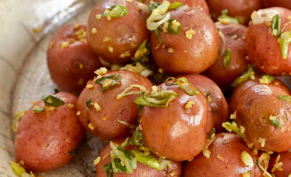 tea-infused potatoes with ginger and scallions