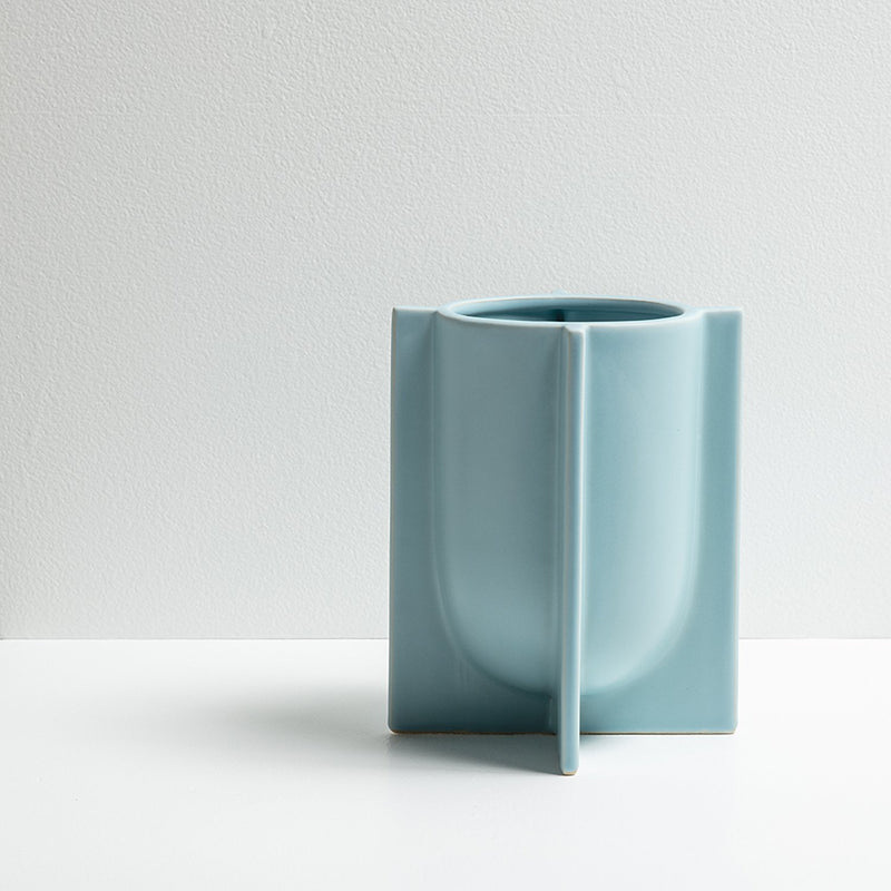 Chester small vase in porcelain blue