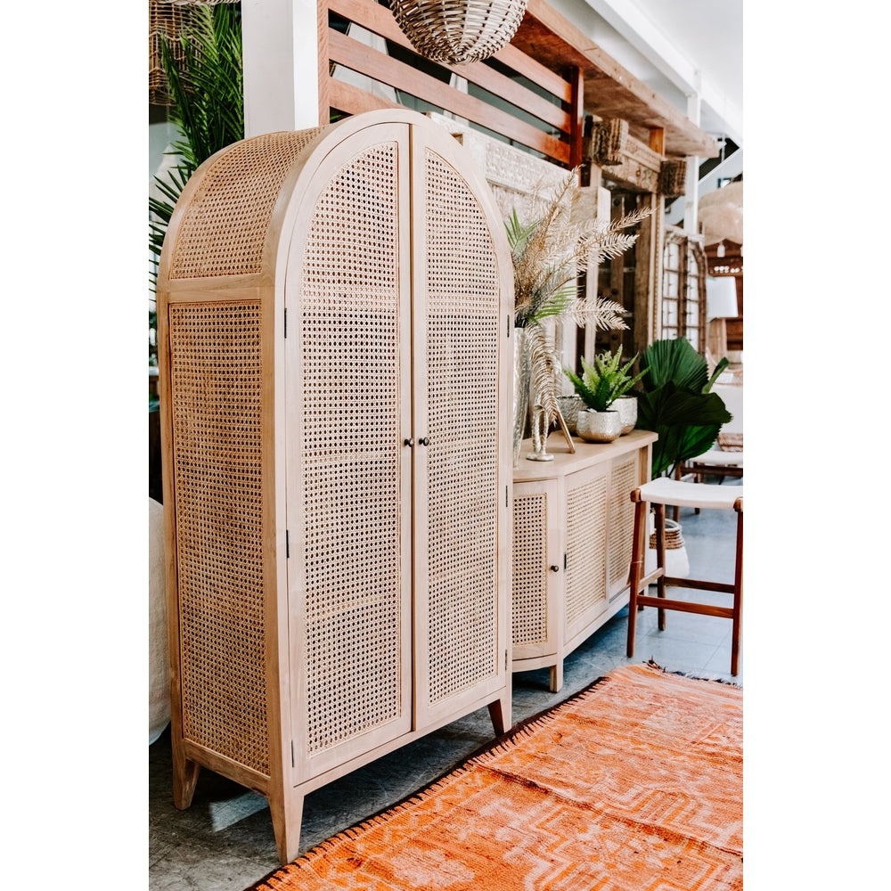 Tropic rattan cabinet with round top
