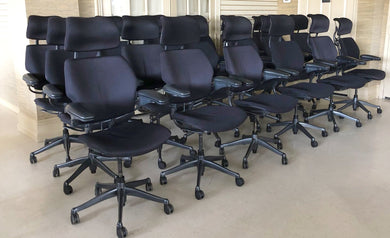 Pre-Owned Humanscale Freedom chair in black with headrest, very minor signs of wear.