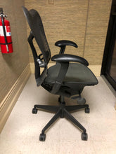Load image into Gallery viewer, Pre-Owned Herman Miller Mirra