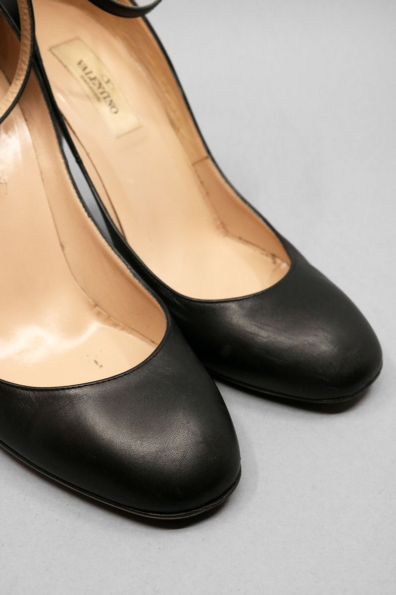 Valentino Leather Round Toe Pump (Org. Retail Price $845)