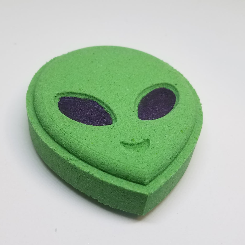 little green man fizzy bath bomb