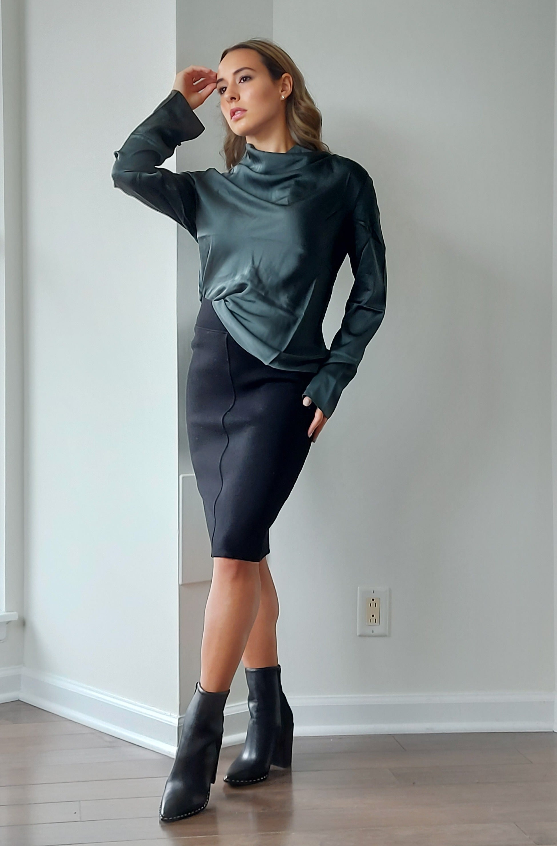 Aurora Knitted Wool Pencil Skirt in Black