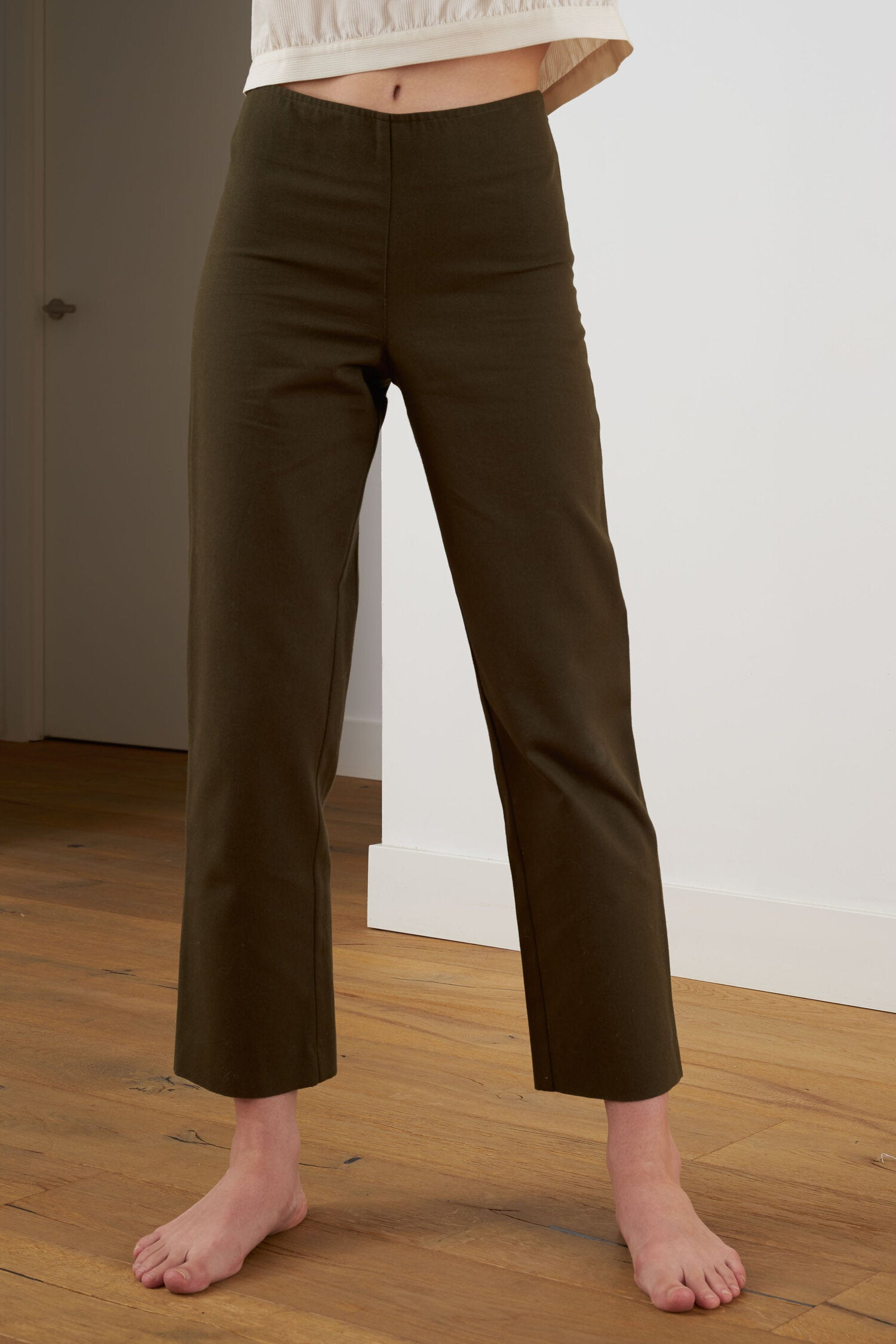 Sunad Caruncho Olivo Trousers with a high-rise waist and straight legs.