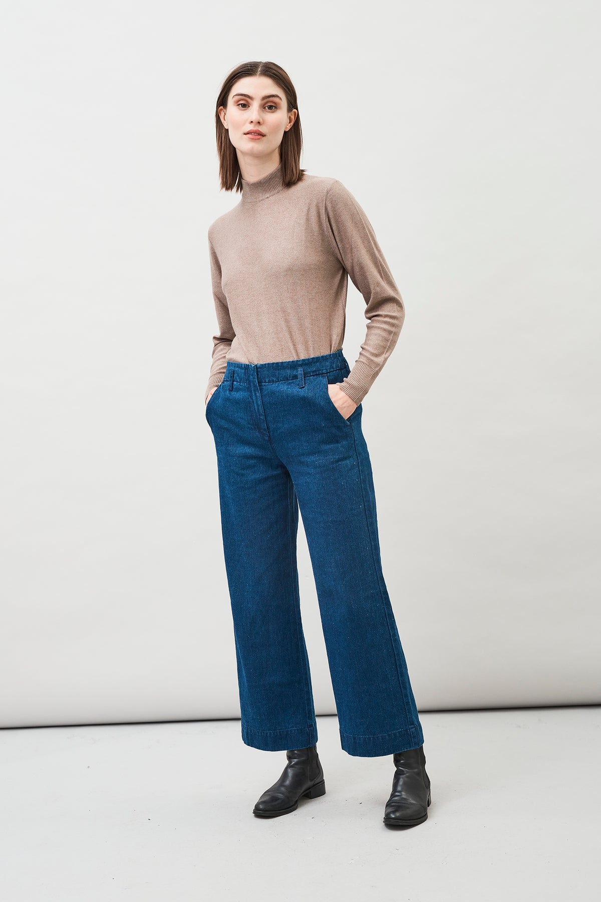Leja Hemp Organic Cotton Cropped Jeans with a wide-leg silhouette made of cotton and indigo dyed hemp.