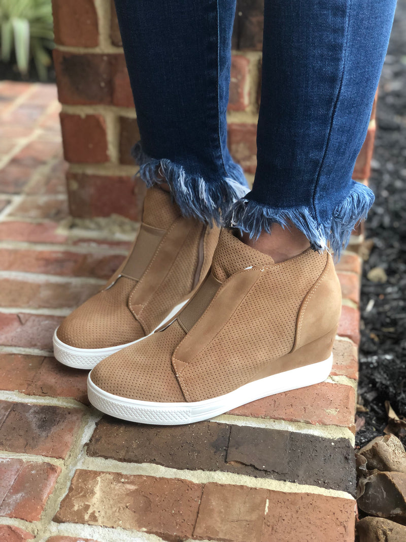 Camel Wedge Sneaks