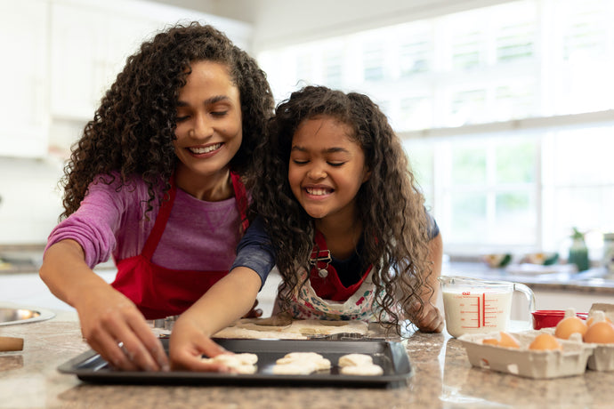 "Spending Quality Time with Your Kids: ""Frozen"" Elsa & Anna Holiday Cookies"
