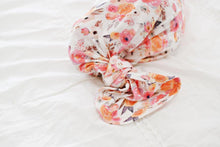Load image into Gallery viewer, Knotted Baby Gown - Flower