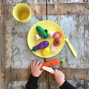 wooden-chopping-toys-vegetables