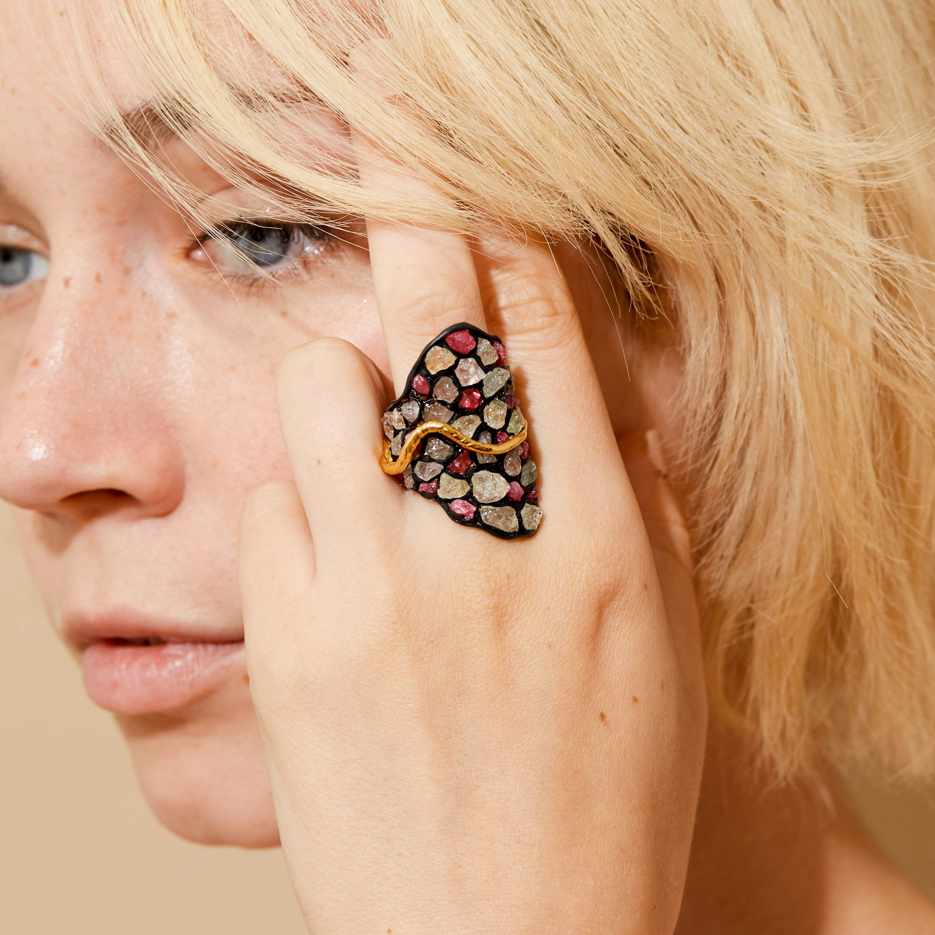 Lila Ring, Anthracite, black, Exclusive, Gold, Ruby, Sapphire, spo-disabled, StoneColor:PastelColor, StoneColor:Pink, Style:Statement, Type:StainedGlass Ring