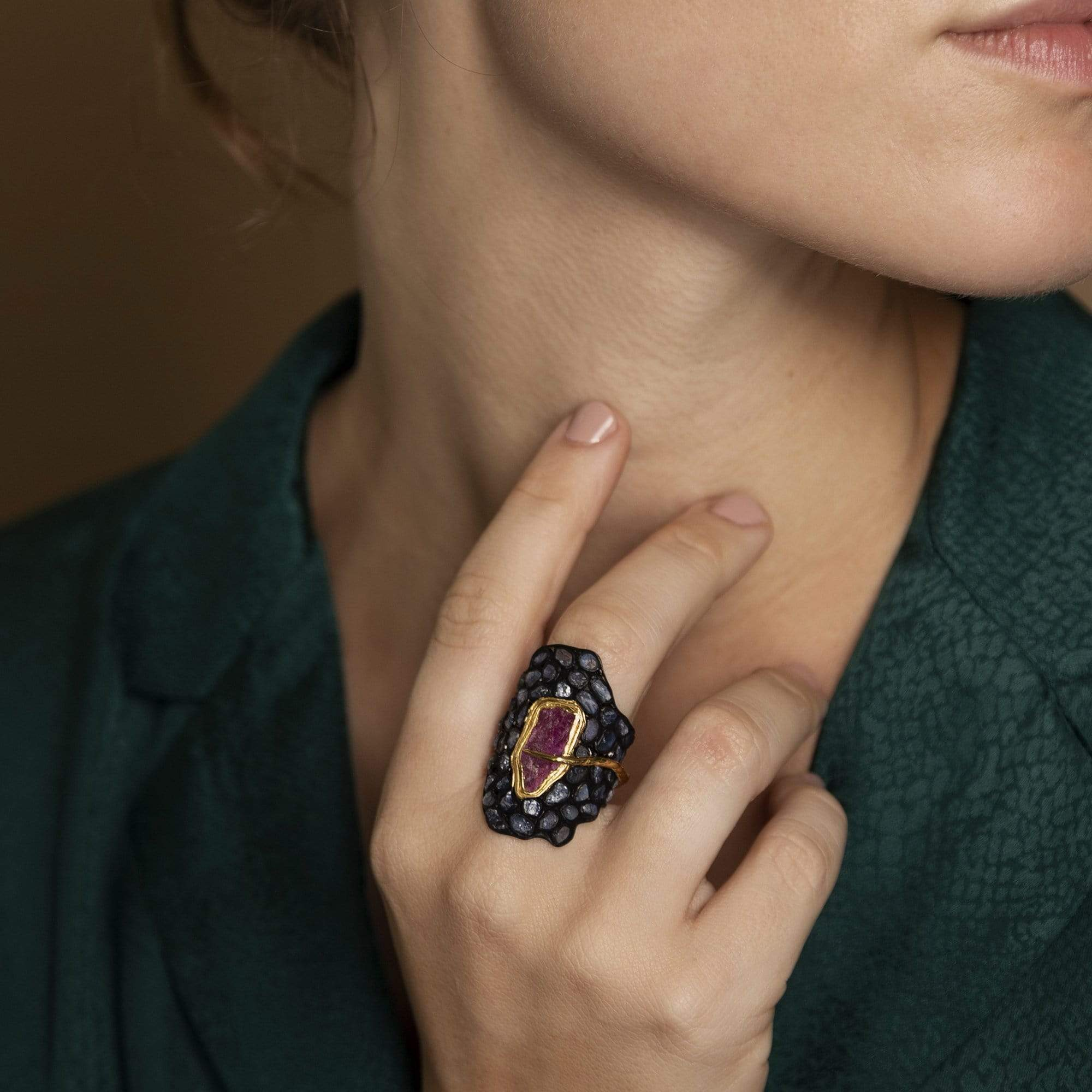 Dynamis Ring, Anthracite, black, Exclusive, Gold, Ruby, Sapphire, spo-disabled, StoneColor:DeepBlue, StoneColor:Pink, Style:Statement, Type:StainedGlass Ring