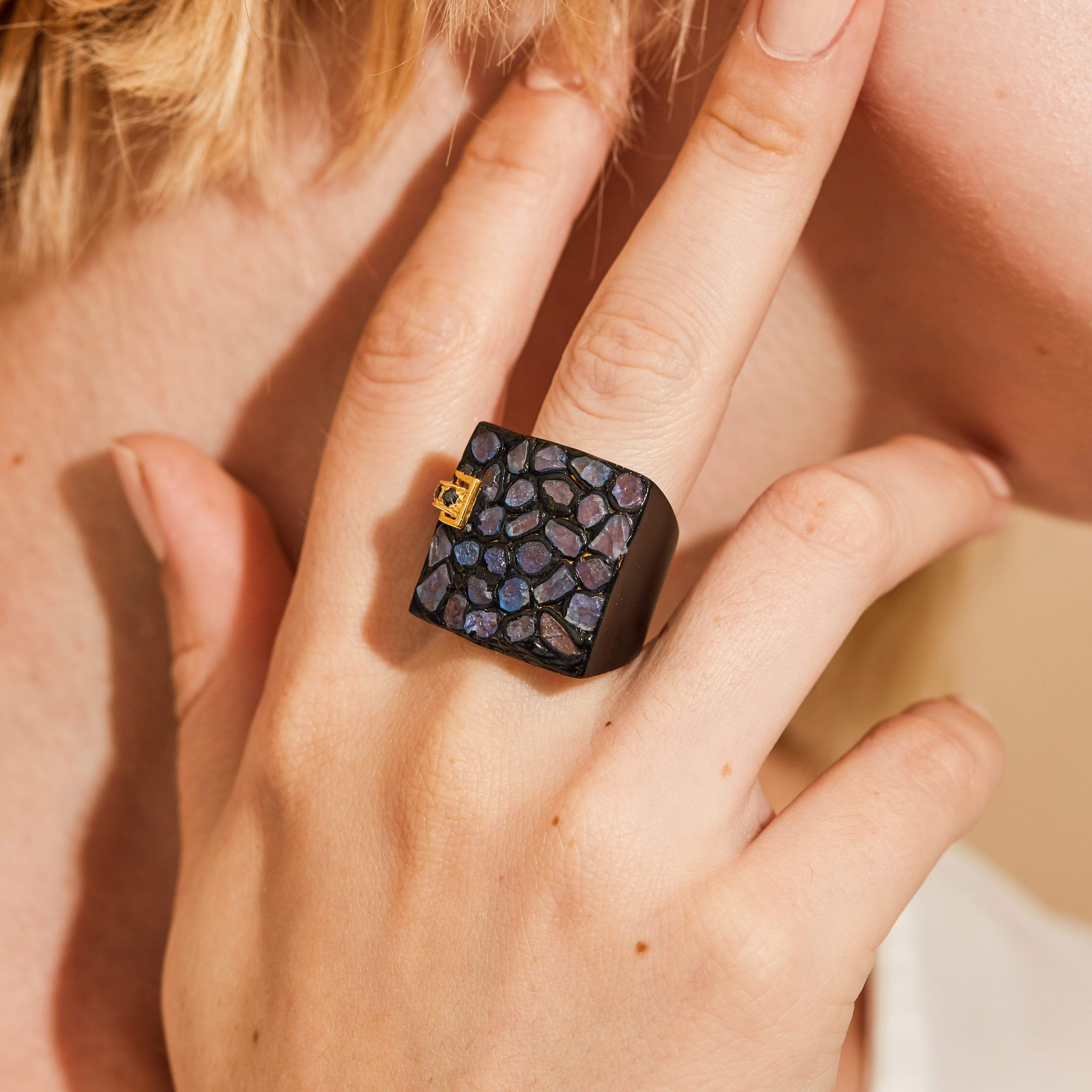 Ida Ring, Anthracite, black, Exclusive, Gold, Sapphire, Spinel, spo-disabled, StoneColor:DeepBlue, Style:Statement, Type:StainedGlass Ring