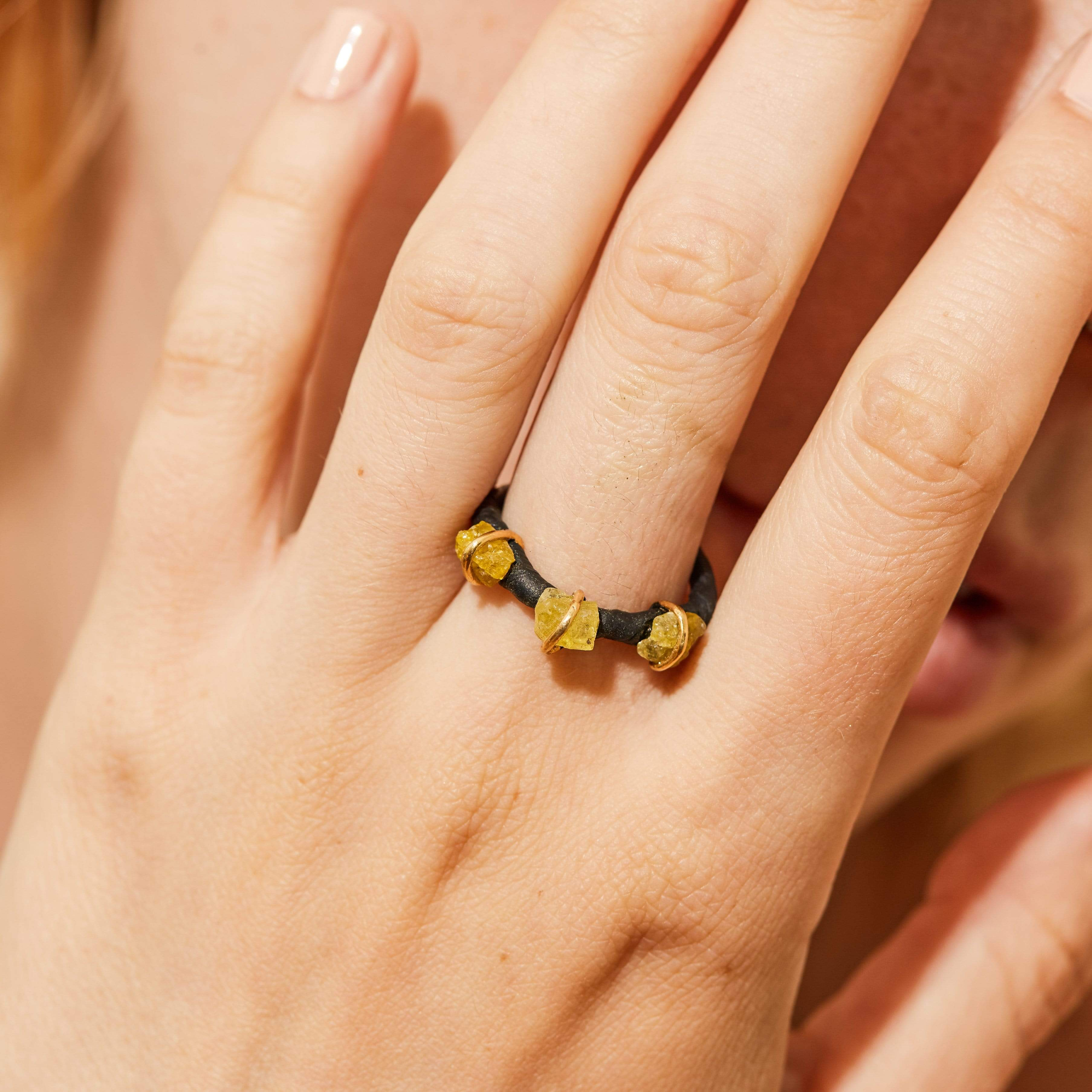 Circe Amber Ring, Anthracite, black, Chrysoberyl, Gold, Handmade, StoneColor:Yellow, Style:Delicate, Type:BlackAnthracite, Type:StoneCandyDelicate Ring