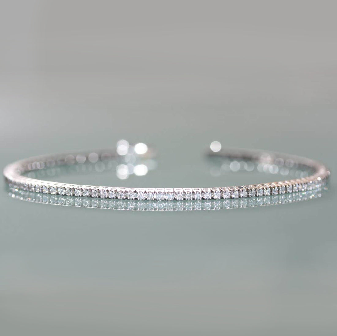 Alternative view of the white gold diamond bracelet.