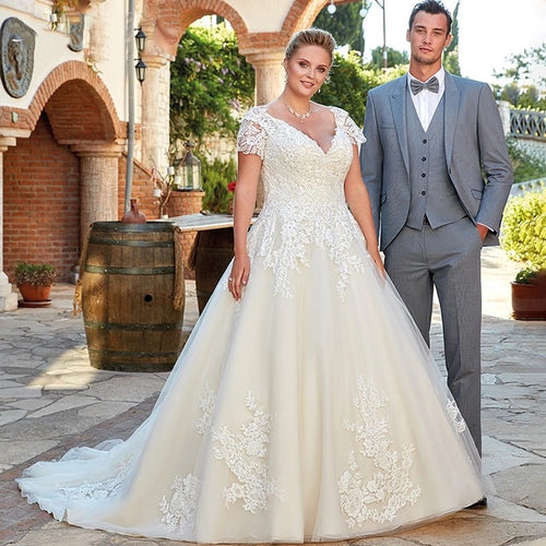 Ashlynn V-neck Lace Plus Size Wedding Dress - Mondainé Bridal Studio