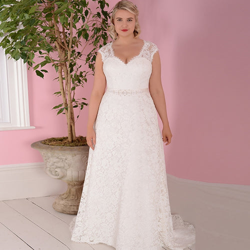 Anaïs Lace Plus Size Wedding Dress - Mondainé Bridal Studio
