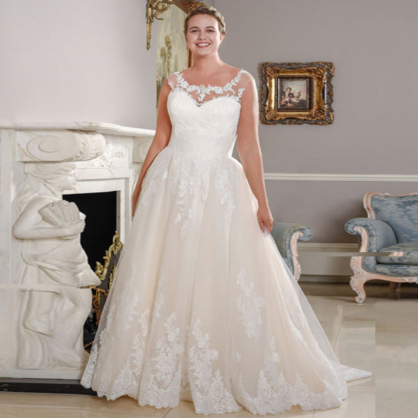 Grece Lace Plus Size Wedding Dress - Mondainé Bridal Studio