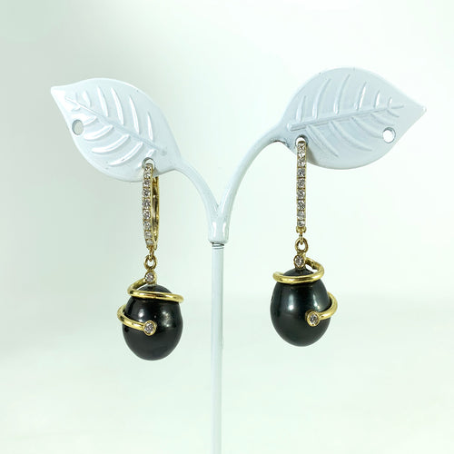 Gorgeous 18kt Gold Black Pearl & Diamond Drop Earrings