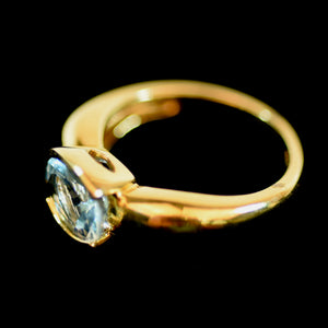18 Karat Yellow Gold and Blue Topaz Ladies Ring, Size 6.75