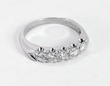 Load image into Gallery viewer, STUNNING Platinum 0.75ctw Round Brilliant Cut Diamond Ring