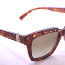 Load image into Gallery viewer, Valentino V660 Blonde Havana Square Sunglasses