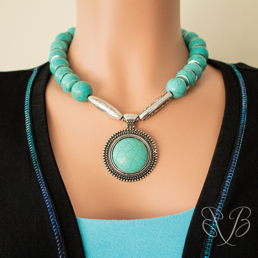 classic looking Turquoise necklace with pendant