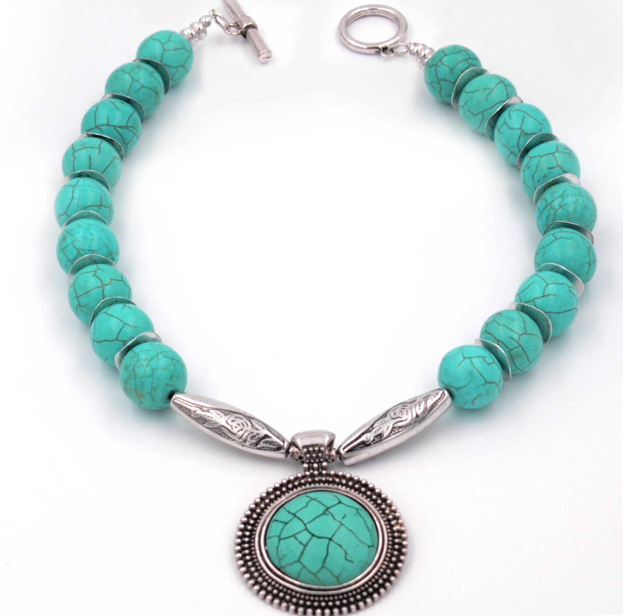Jewelry-on-the-Go/Turquoise Medallion Necklace