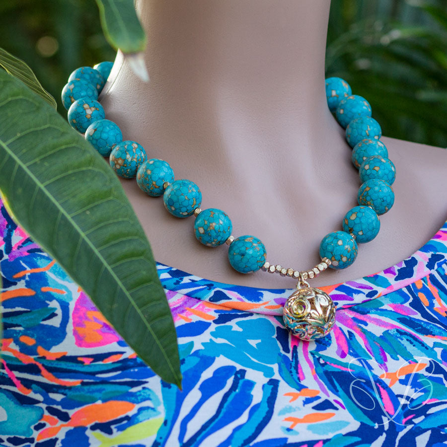 Aqua colored beads woman necklace