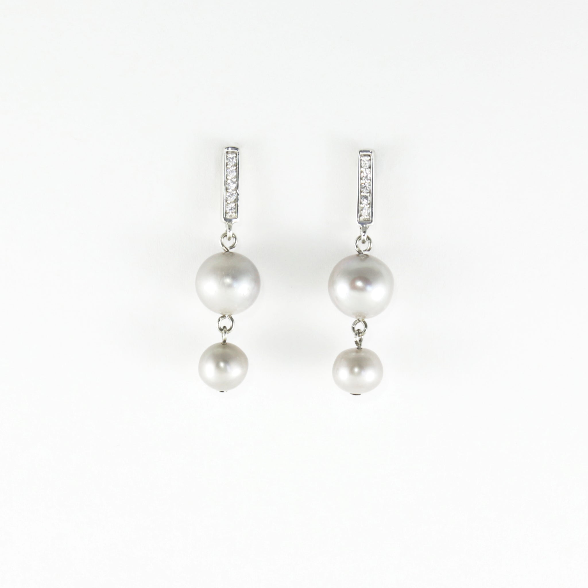 Pearl Plaza Earrings in Grey Pearl