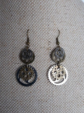 Load image into Gallery viewer, Steampunk cogs Earrings