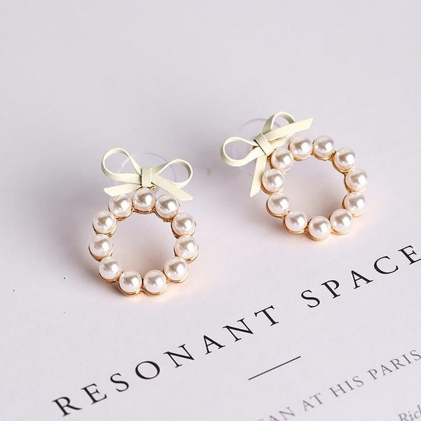 Lovely small Ring of Pearl stud earring with Bowtie