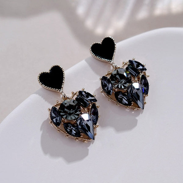 Gorgeous Black Heart dangling earrings