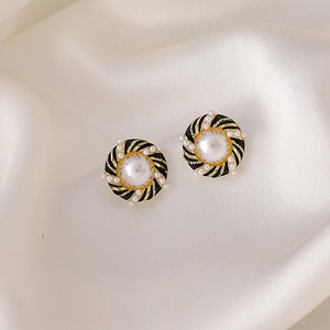 Elegant Spiral Black and White with Pearl stud earring