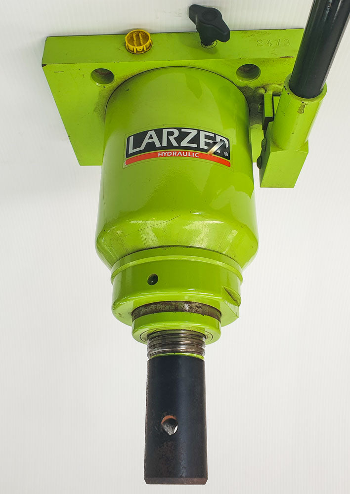 EX DEMONSTRATION LARZEP 30 TON PRESS JACK