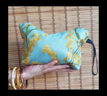 Load image into Gallery viewer, Blue Wattle clutch bag