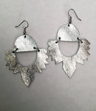 Load image into Gallery viewer, Wings Earrings
