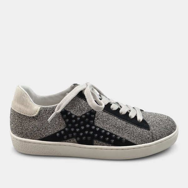 LOLA CRUZ SNEAKER IN SILVER WITH STAR DETAIL