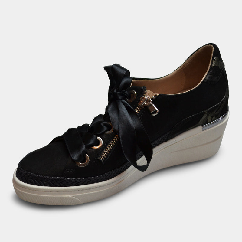 SOFTWAVES SNEAKER WEDGE IN BLACK