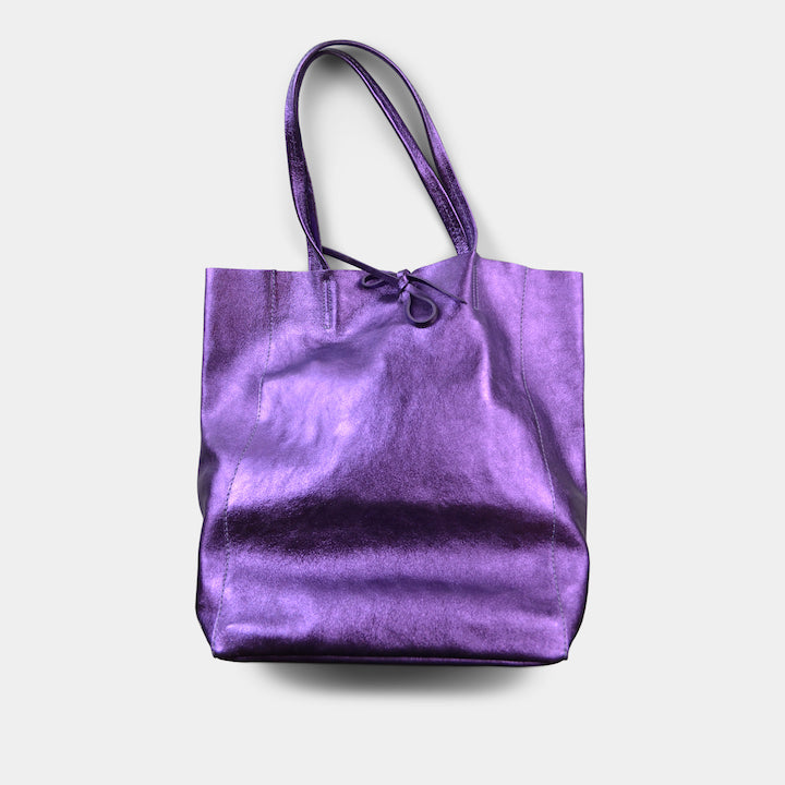 JIJOU CAPRI METALLIC MAXI LEATHER TOTE IN PURPLE