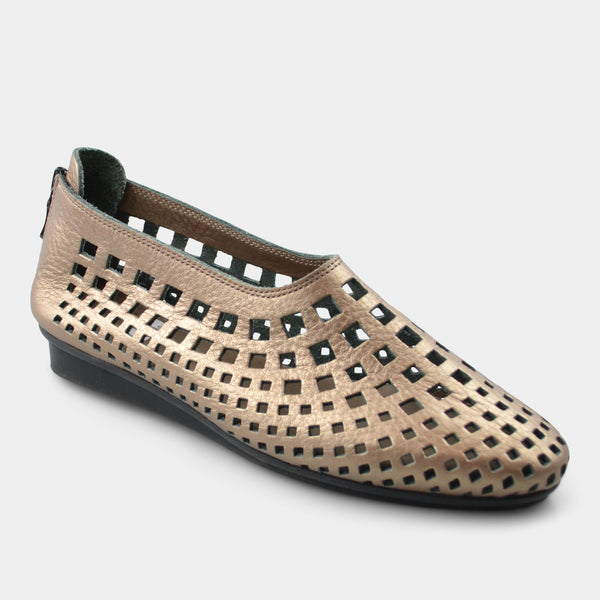 ARCHE NRICK FLAT IN METALLIC TAN