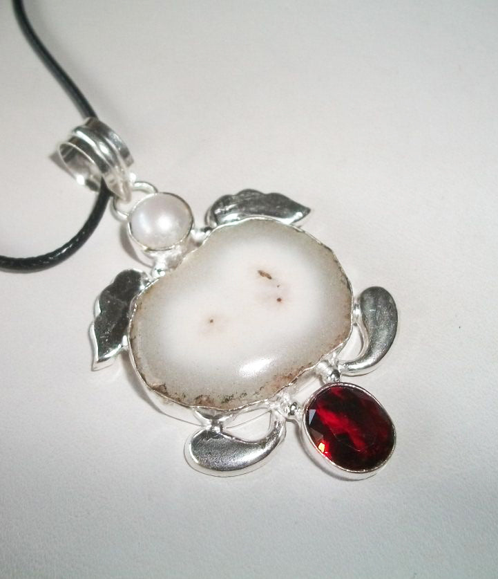 Powerful Elegant Aswang (Witch/Vampire) – Solar Quartz and Pearl Pendant - Autumn Dusk Spirits