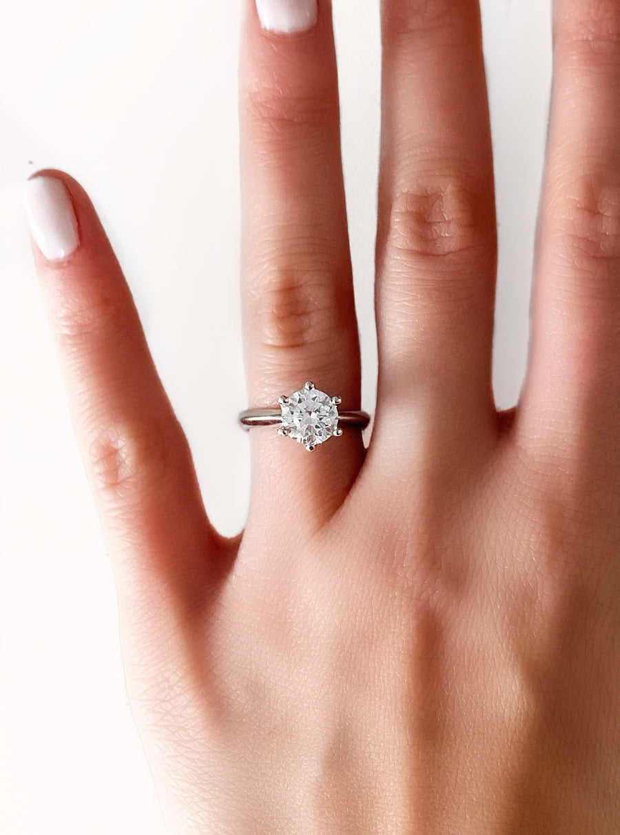 LUXE RING - ROUND SOLITAIRE