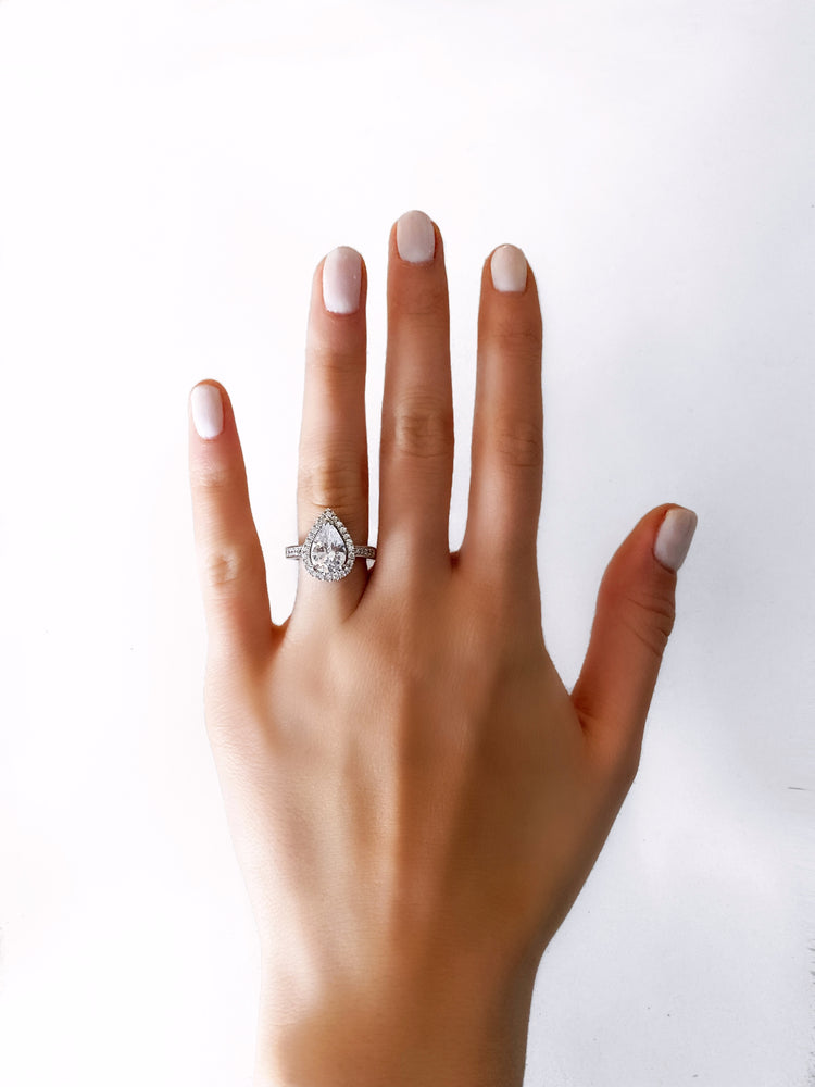 LUXE RING - PEAR WITH HALO