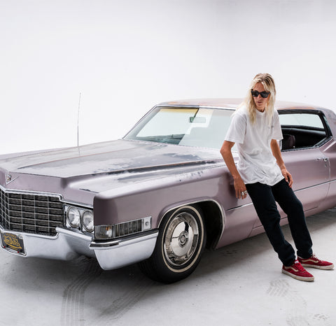 Kyuss King in Anderson sunglasses leaning on his car