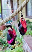 Load image into Gallery viewer, Rayven's Chainmaille - Hot Pink Black Scalemaille Earrings