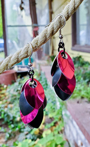Rayven's Chainmaille - Hot Pink Black Scalemaille Earrings