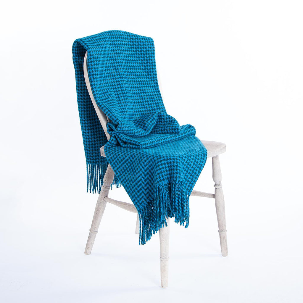 Dogtooth Lambswool Throw in Teal LIVING The Wool Company