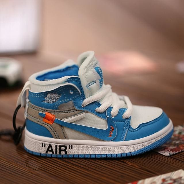 AJ1 OW Sneaker 3D Bag-Charm / Display Kicks can be attached to Backpacks and Suitcases - Off White UNC - Action & Toy Figures