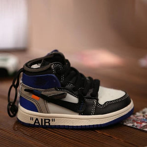 AJ1 OW Sneaker 3D Bag-Charm / Display Kicks can be attached to Backpacks and Suitcases - Jordan 1 Retro High Off-White Grey - Action & Toy